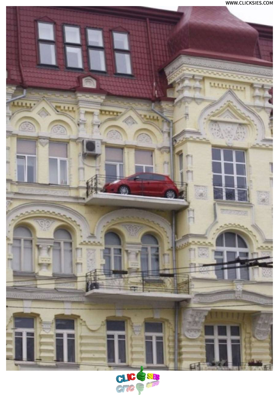 Now THAT'S how to park in a tight spot! - www.clicksies.com