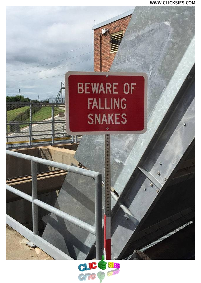 Texas, home of the world's scariest sign. - www.clicksies.com