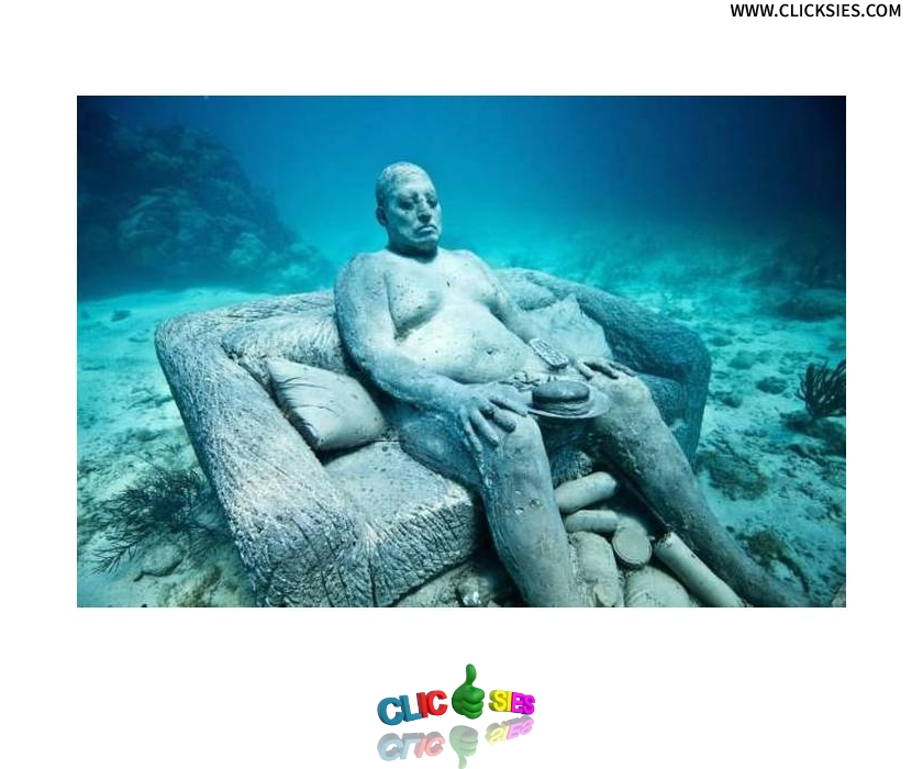 First underwater McDonald ?! - www.clicksies.com